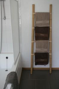 de handdoeken zijn inclusief en geborduurd